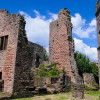 Blick auf Mauerreste im Innenhof der Hauptburg Madenburg