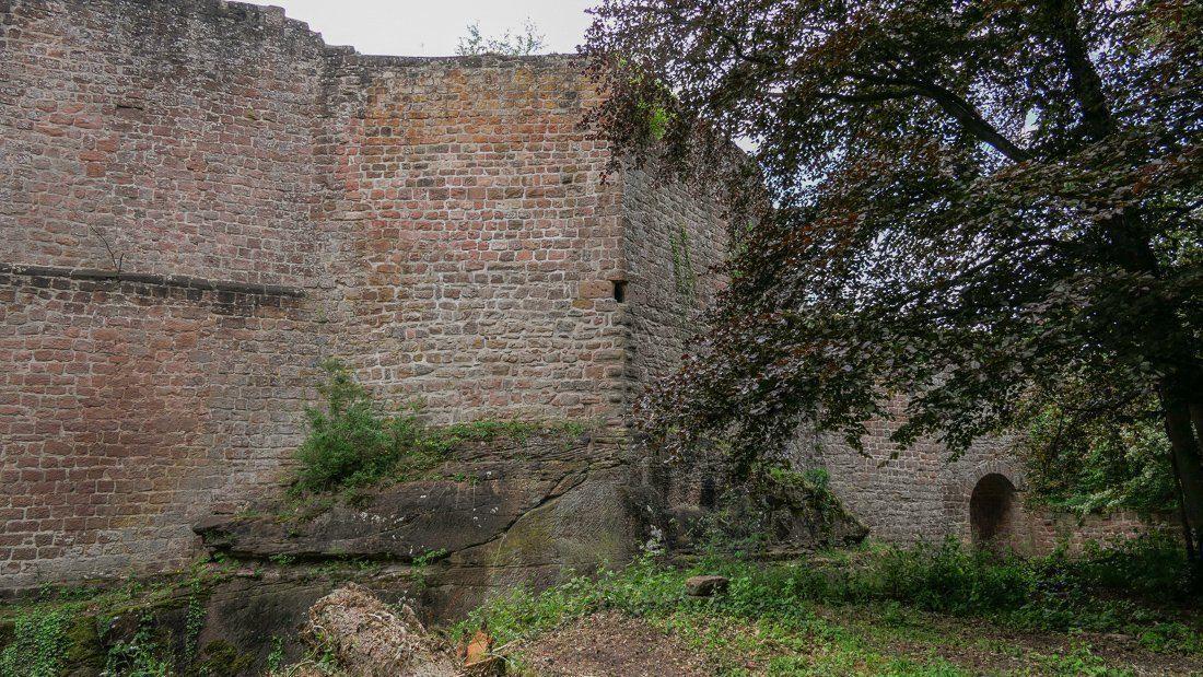 Schildmauersporn mit Kanonenscharte